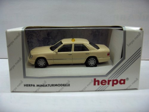 Herpa 1:43 070157 Mercedes E320 Limousine Taxi